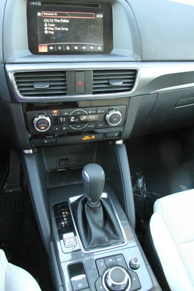 Mazda CX 5 Center console