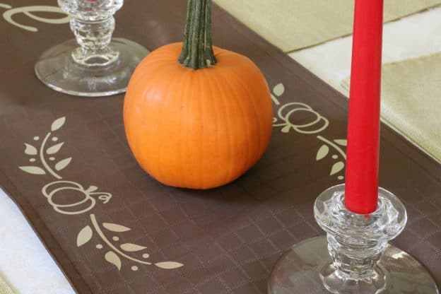 Fall table Runner DIY #CricutMade